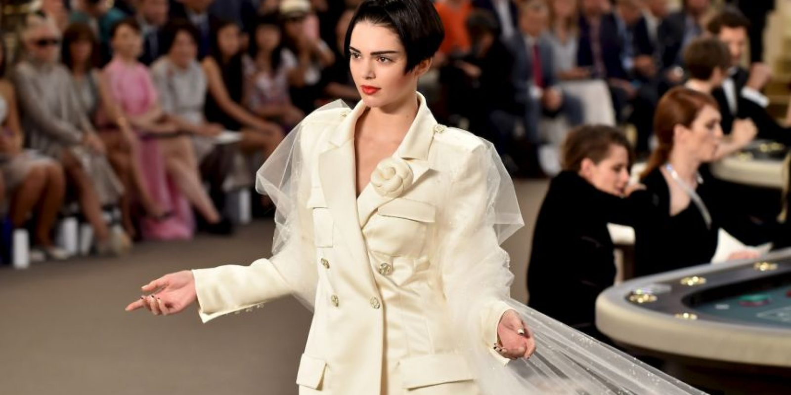 Lució el traje de novia para Chanel Foto: Getty Images