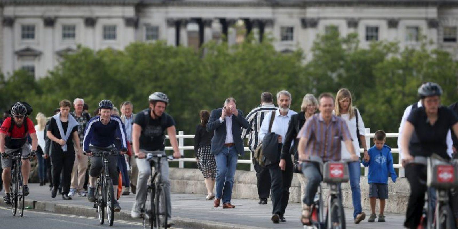 6. Algunas personas decidieron utilizar sus bicicletas o caminar Foto:Getty Images