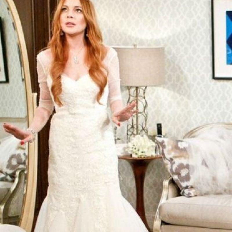 "Lindsay Lohan se vistió de blanco para la serie ""2 Broke Girls"" Foto:Vía instagram.com/katdenningsss/"