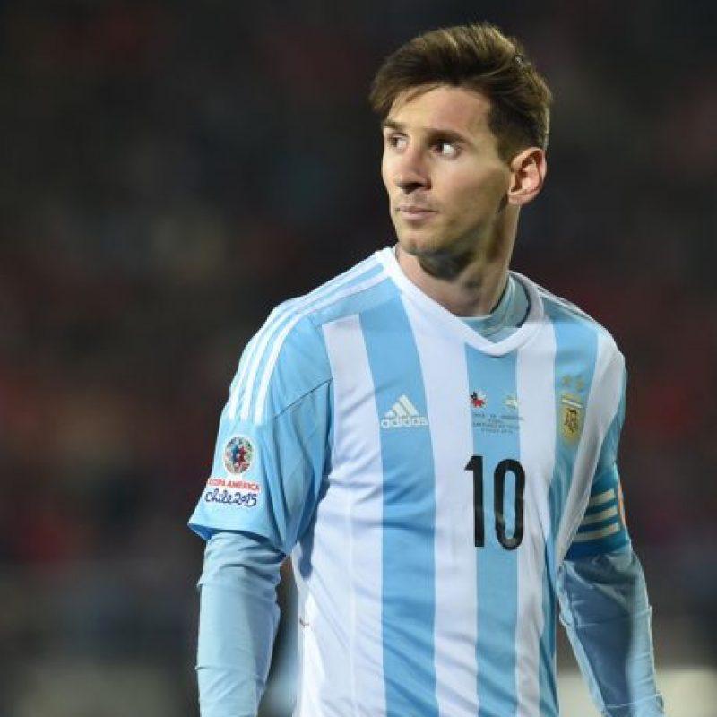 """Y la presión sobre él es tal, que medios locales aseguran que la """"Pulga"""" dejará de jugar con su selección por un tiempo. Foto:AFP"""