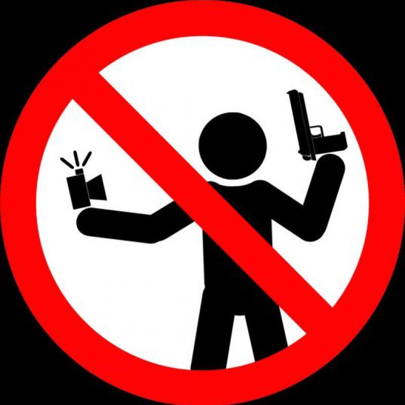 No tomarse selfies con un arma de fuego. Foto:vía mvd.ru