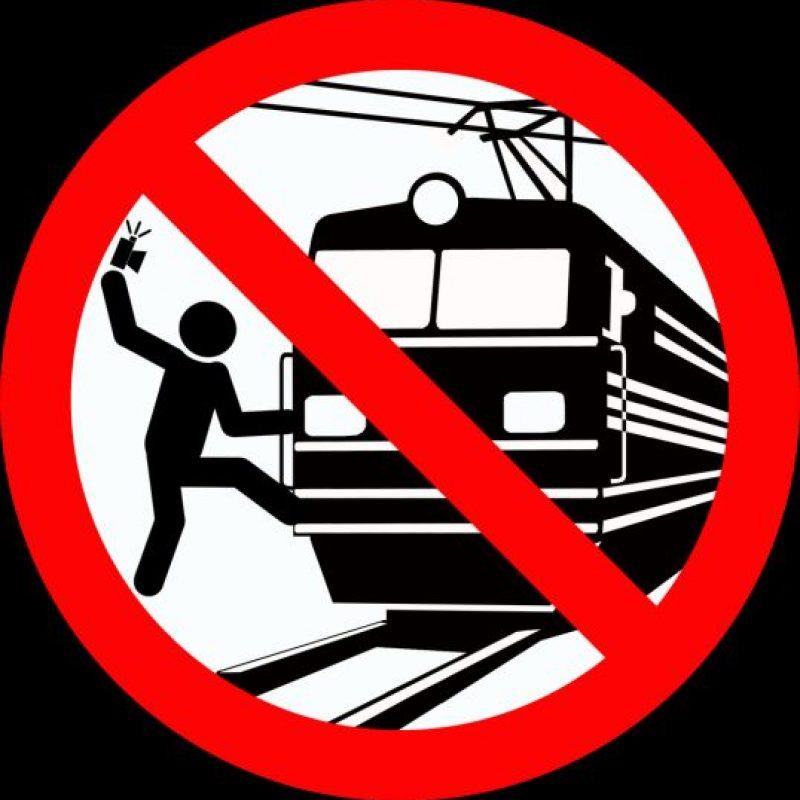 No tomarse selfies en las vías del tren. Foto:vía mvd.ru