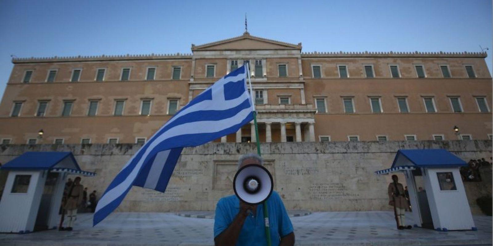 Personas continuaron manifestándose en el Parlamento griego Foto:Getty Images