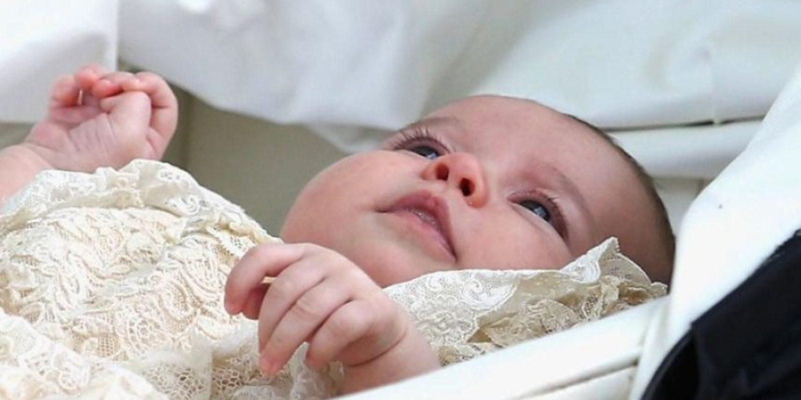 Desde entonces hasta el 2004, todos los bebés reales fueron bautizados con el. Foto:vía twitter.com/KensingtonRoyal