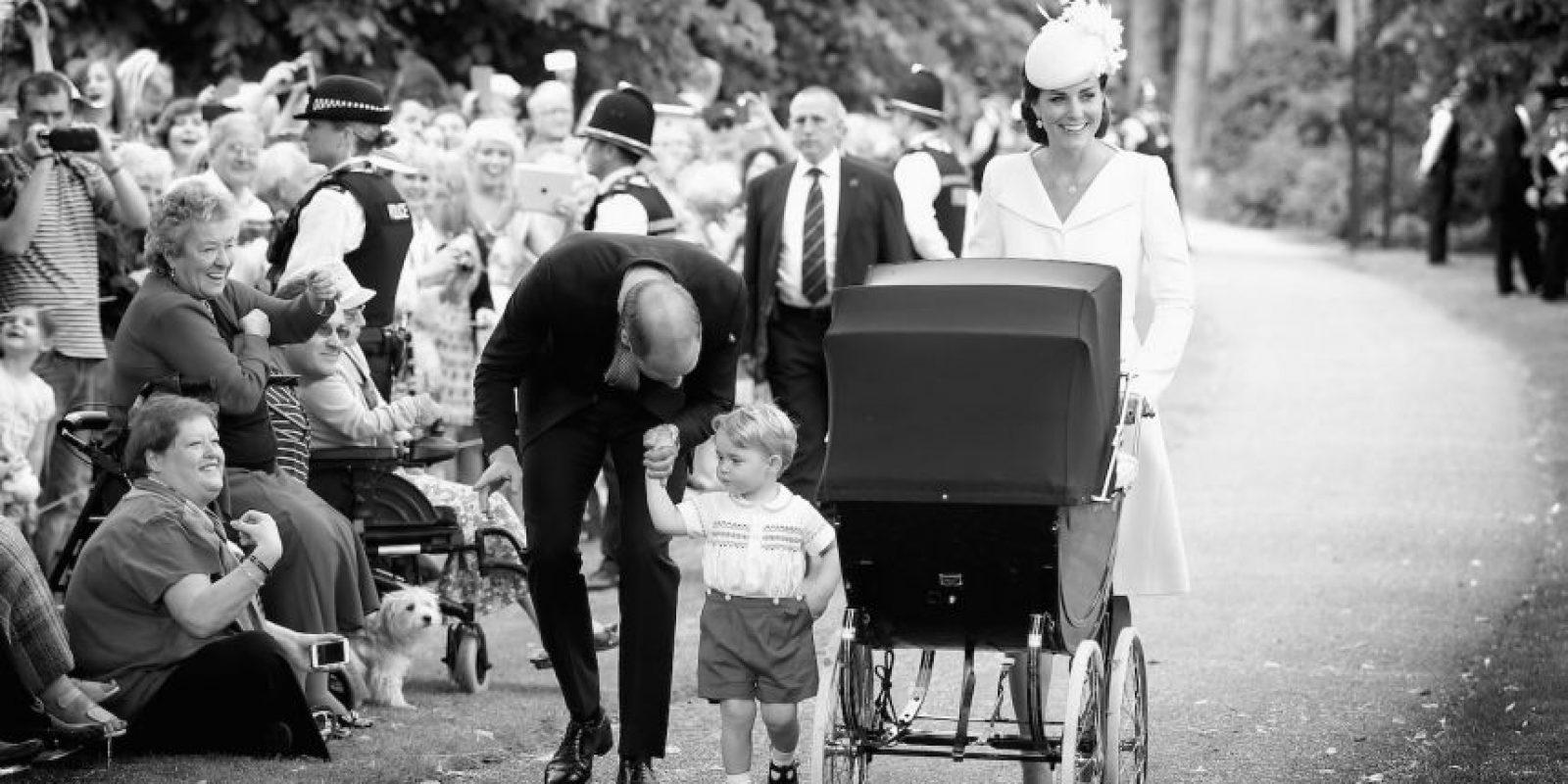 La familia real compartió la fiesta de Charlotte con el pueblo británico Foto:Getty Images