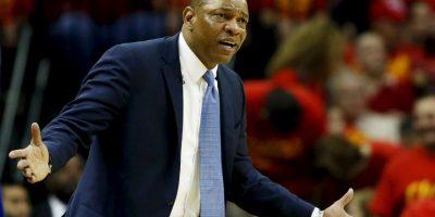 Pero una comitiva de los Clippers, encabezada por el coach Doc Rivers, lo visitó en su casa Foto:Getty Images