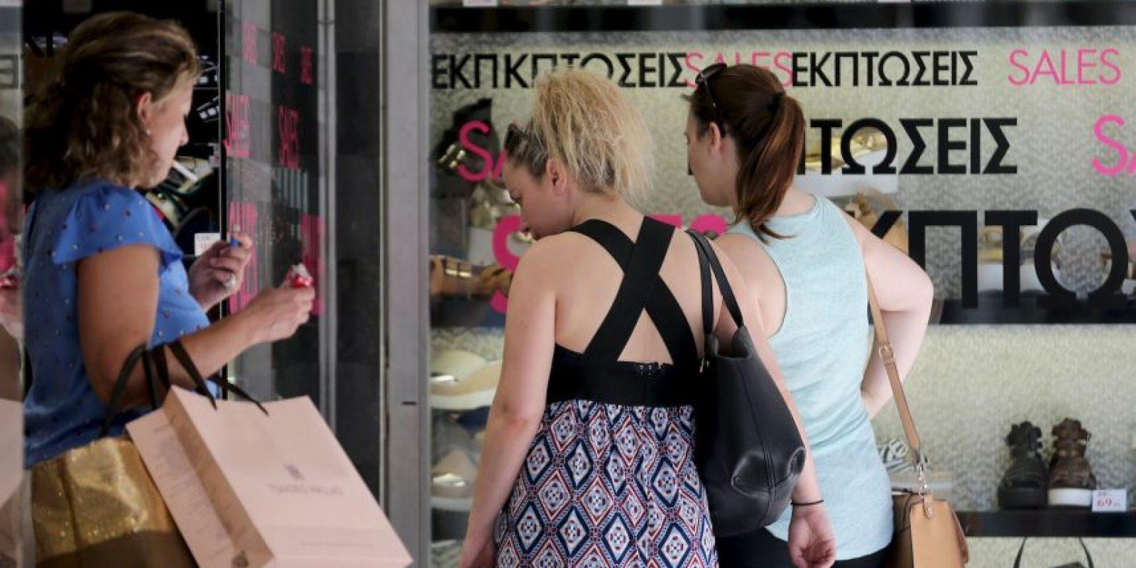 A pesar de la crisis económica y del corralito impuesto desde hace más de 10 días, los centros comerciales de alto prestigio aún tienen afluencia Foto:Getty Images
