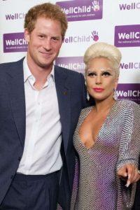 Lady Gaga y el príncipe Harry