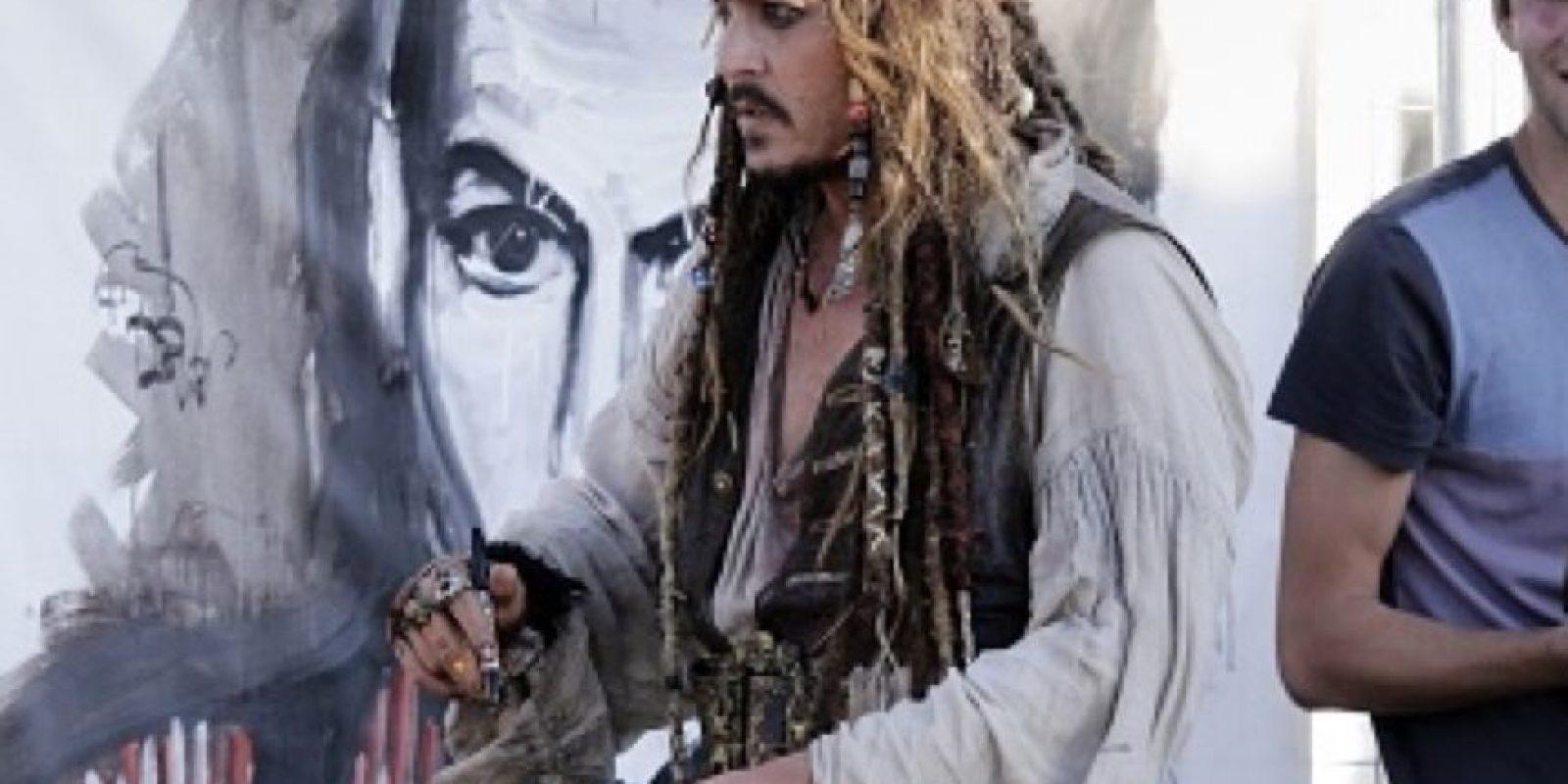 Johnny Depp no se quita la ropa por días. Foto:vía Getty Images