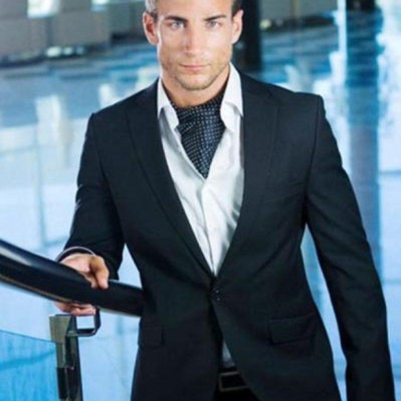 Pero él no quiere modelar más y ser un médico serio. Foto:vía Facebook/Manuel Rico