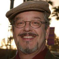 Interpretado por Joe Alaskey. Presta su voz para diferentes dibujos. Foto:Vía imdb.com