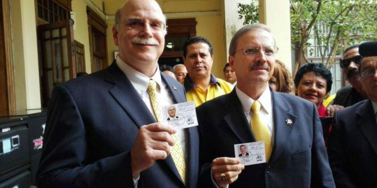 Empresario y abogado reciben credencial como binomio presidencial del PAN