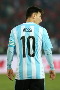 """""""Cómo le voy a decir """"pecho frío"""" a un tipo que lo comparan con un señor que dicen fue el mejor de la historia. ¿Cómo le voy a decir """"pecho frío"""" a Messi? """"Pecho frío"""", pecho frío sos vos que tratas de pecho frío a Messi"""", escribió Ariel """"Burrito"""" Ortega. Foto:Getty Images"""