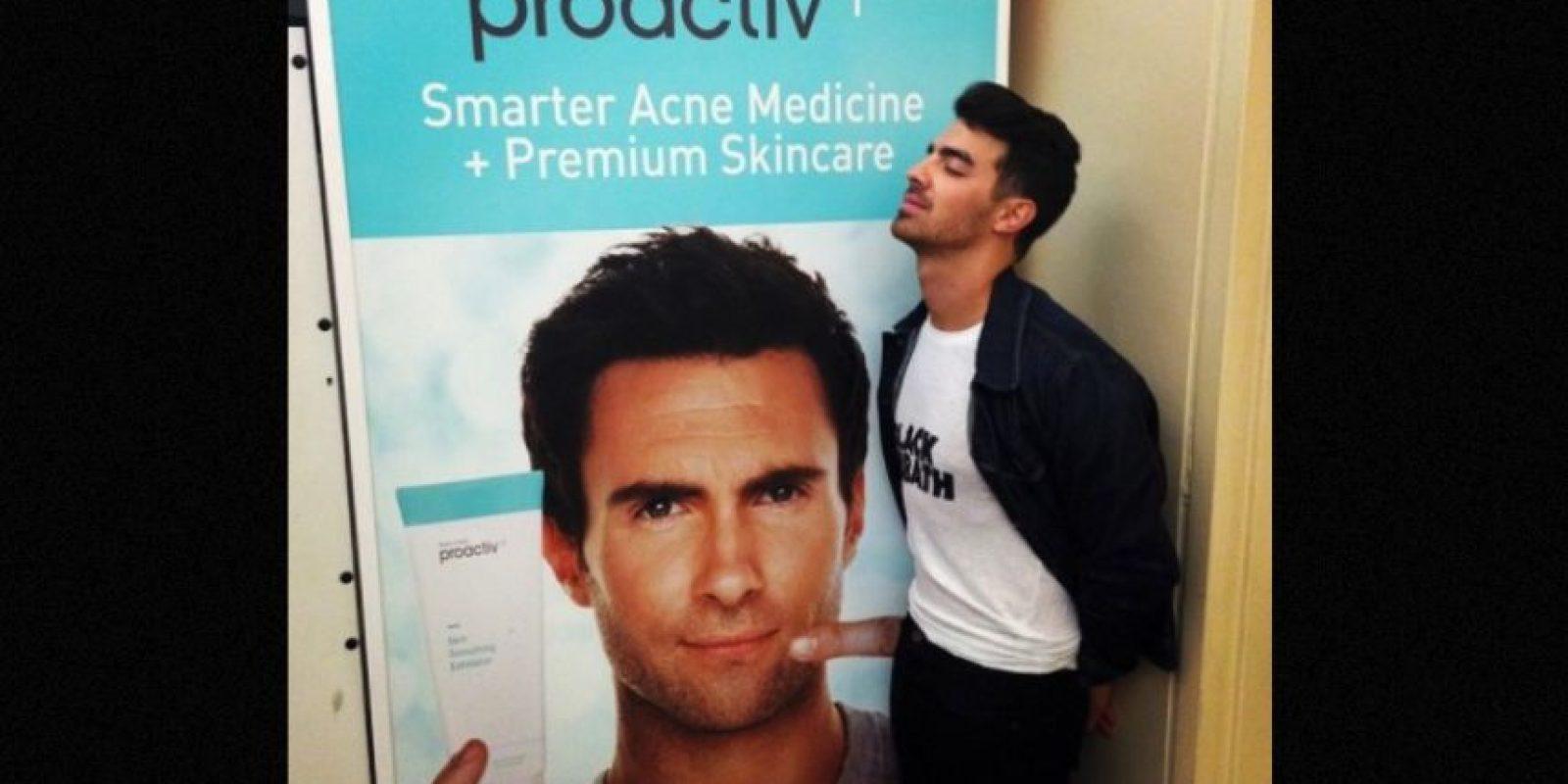 Adam Levine es objeto de burlas obscenas Foto:Instagram.com/JoeJonas