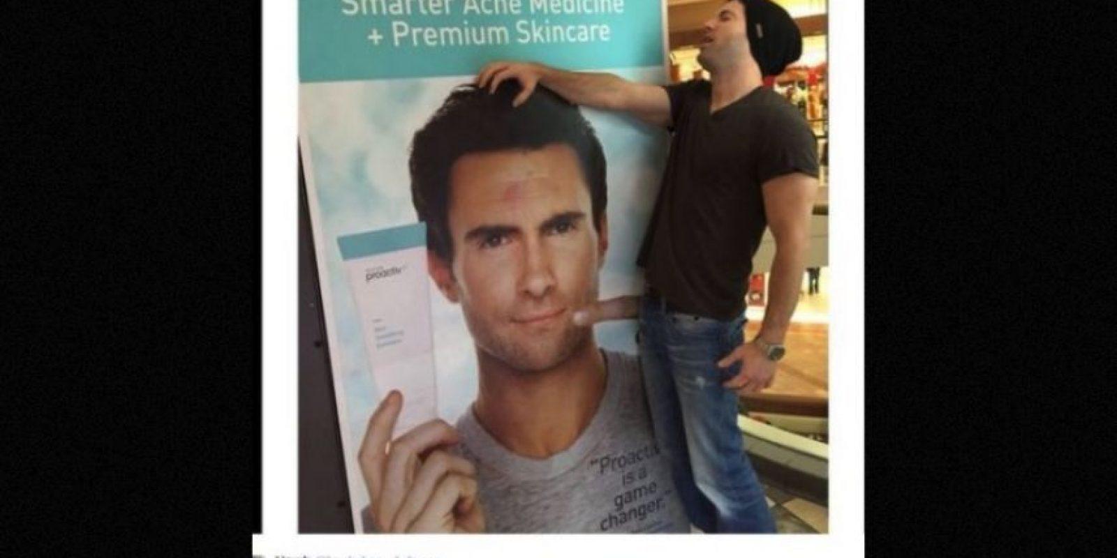 """El integrante de """"Maroon 5"""" fue el rostro de una campaña de una crema anti acné, la cual causó burlas, incluido Joe Jonas Foto:Instagram.com/adamlevine"""