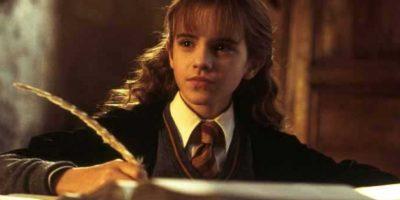 """A diferencia de todos sus amigos y conocidos que practicamente se """"graduaron"""" sin título oficial luego de la Batalla de Hogwarts, Hermione sí regresó a culminar su séptimo año. Foto:vía Warner Bros"""