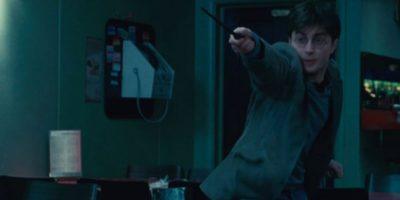 La razón por la que nadie decía el nombre de Voldemort era porque se creía que los encantos de protección serían rotos si se pronunciaba su nombre completo. Foto:vía Warner Bros