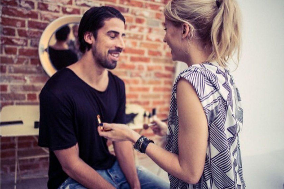 El futbolista aceptó que fue una decisión complicada, pero prefirió no entrar en detalles. Foto:Vía instagram.com/lenagercke
