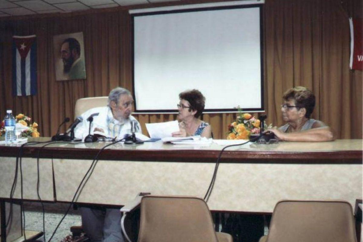 En esa reunión, participaron además la ministra de la Industria Alimentaria, María del Carmen Concepción González; integrantes del consejo de dirección y el grupo empresarial de ese ministerio y los miembros del consejo de dirección del Instituto de Investigaciones de la Industria Alimenticia y sus profesores. Foto:Granma.cu
