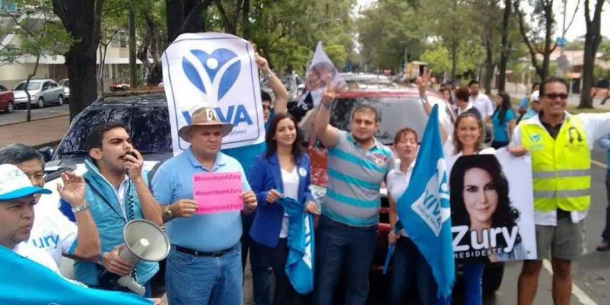 Simpatizantes apoyan a Zury Ríos y exigen que la inscriban