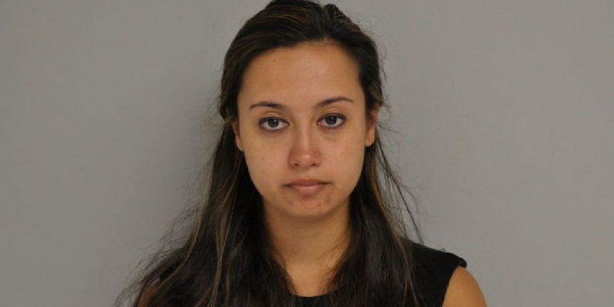 Maestra de 24 años es detenida por tener relaciones con joven de 17