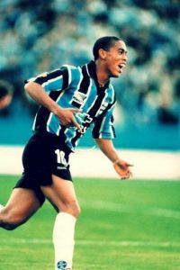Inició su carrera en el club brasileño y lo abandonó en diciembre de 2010. Foto:Twitter