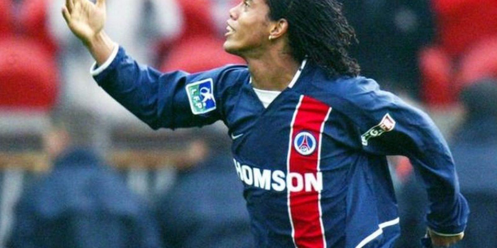 Firmó con el club francés en enero de 2001 y se marchó en el 2003. Foto:Twitter