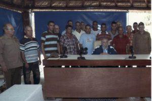 Además, entregó reconocimientos a los funcionarios por su labor en la producción de alimentos Foto:Granma.cu