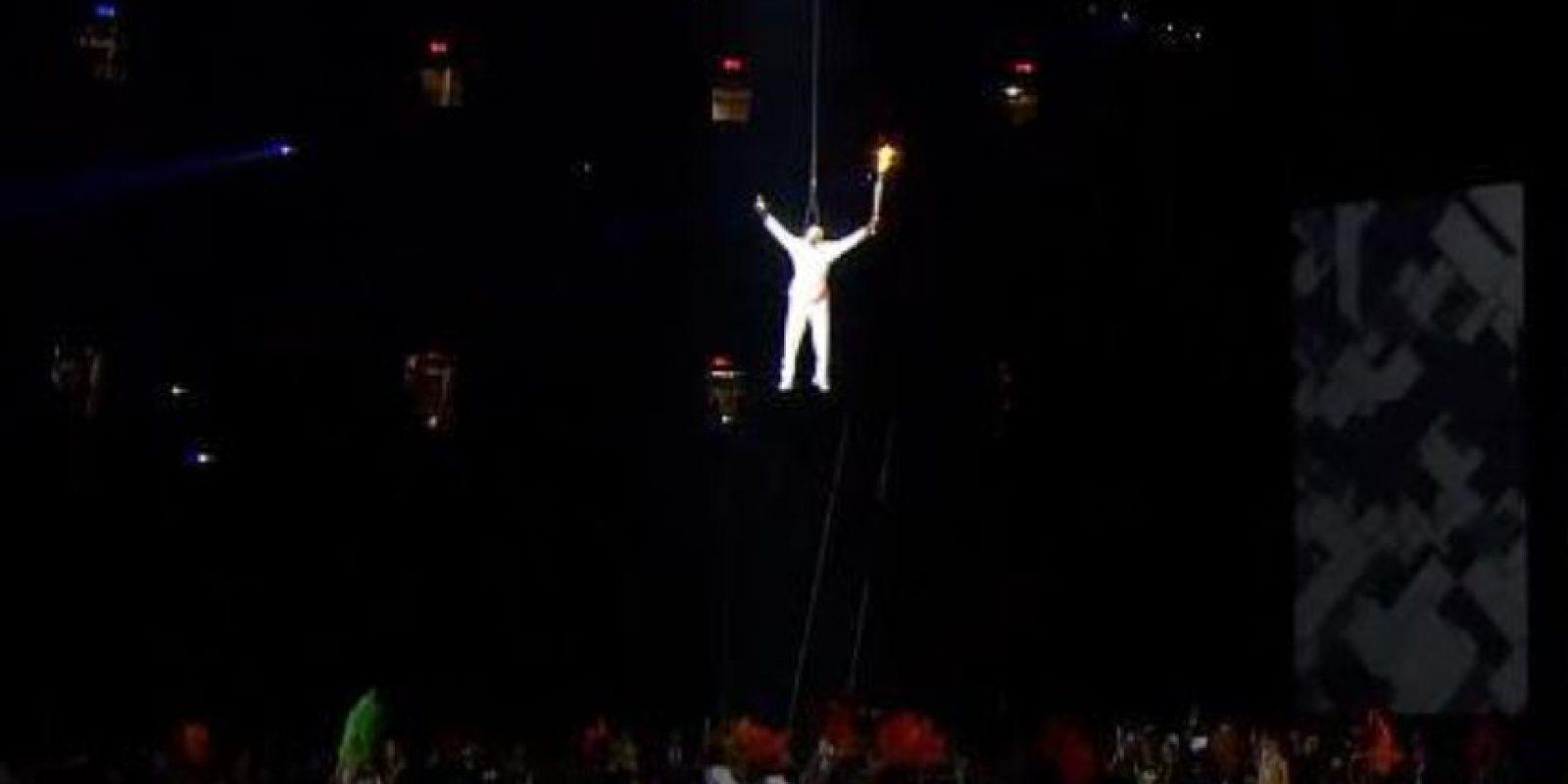 Donovan Bailey protagonizó el gran momento en el que la antorcha olímpica fue puesta en su lugar en plena inauguración de los Juegos Panamericanos. Foto:vía Twitter