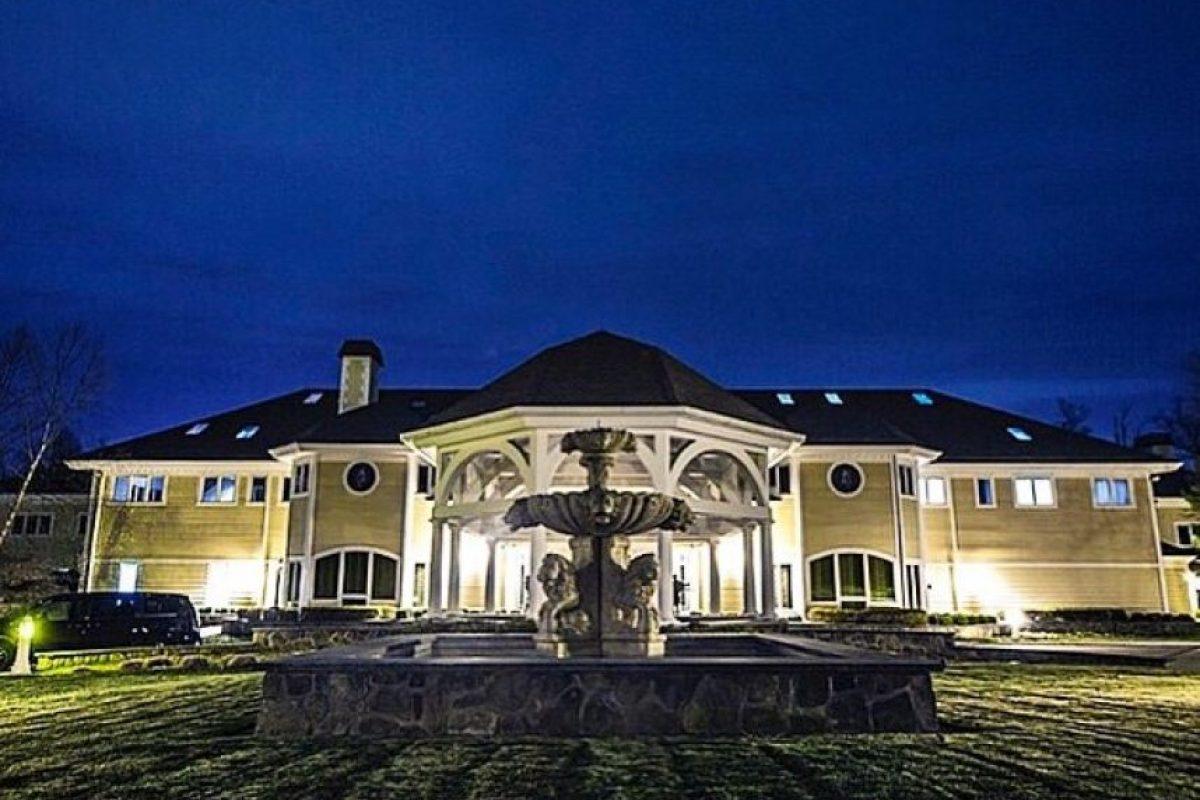 Vive en una mansión en Farmington, en Connecticut, que anteriormente perteneció a Mike Tyson. Foto:vía instagram.com/50cent