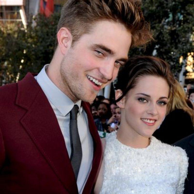 """Al recibir el premio, Kristen y Robert protagonizaron un momento que recorrería el mundo en el que se disponían aparentemente a repetir la escena más candente de """"Twilight"""" en la gala de los MT Foto:Getty Images"""