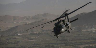 Autoridades colombianas analizan la explosión de un helicóptero del ejercito colombiano. Foto:Getty Images