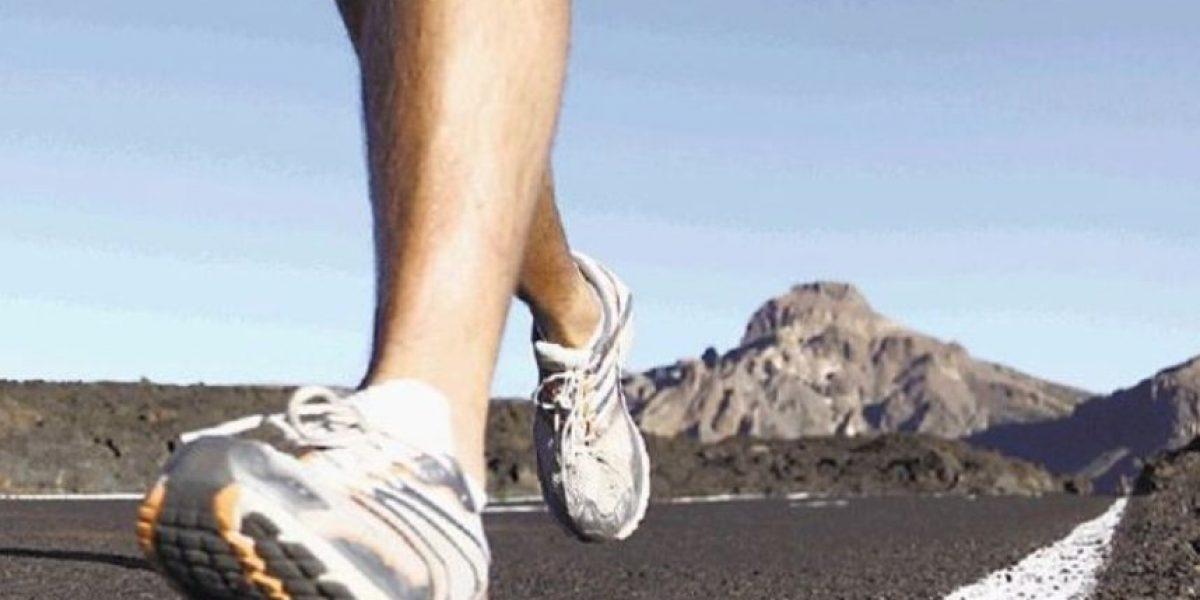 Esta es la razón por la que no deberían usar zapatos deportivos en casa
