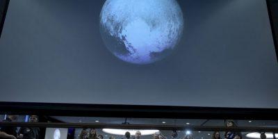 3. La NASA indicó que los científicos se sorprendieron ante la aparente falta de cráteres en Caronte, la luna más grande de Plutón. Foto:AFP