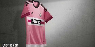 Su segundo uniforme es en el tradicional color rosa. Foto:juventus.com