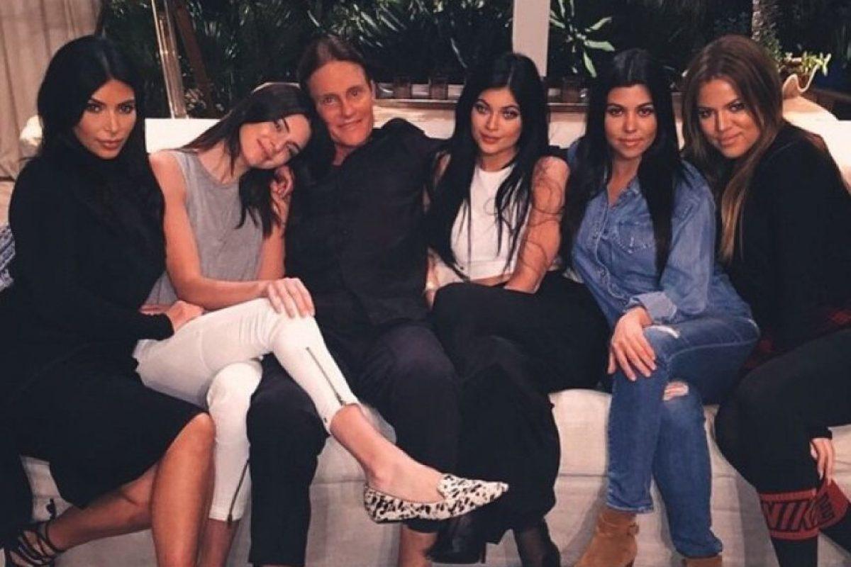 La familia se mantiene de las ganancias por sus diferentes líneas de ropa, sus apariciones en eventos sociales y prestar su rostro para campañas publicitarias. Foto:vía instagram.com/kourtneykardashian