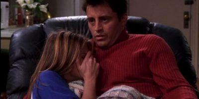"""A finales de la novena temporada de """"Friends"""", los personajes de Aniston y LeBlanc iniciaron un romance. Foto:vía facebook.com/friends.tv"""