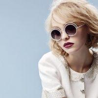 """El director creativo de Chanel decidió convertir a la hija de Johnny Depp en la embajadora de la línea de gafas """"Pearl Collection"""" Foto:Instagram/lilyrose_depp"""
