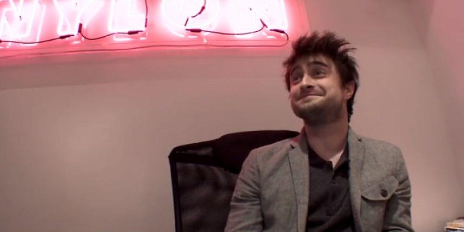 Daniel Radcliffe le jugó una broma a los empleados de la editorial Nylon. Foto:YouTube/NYLON Magazine