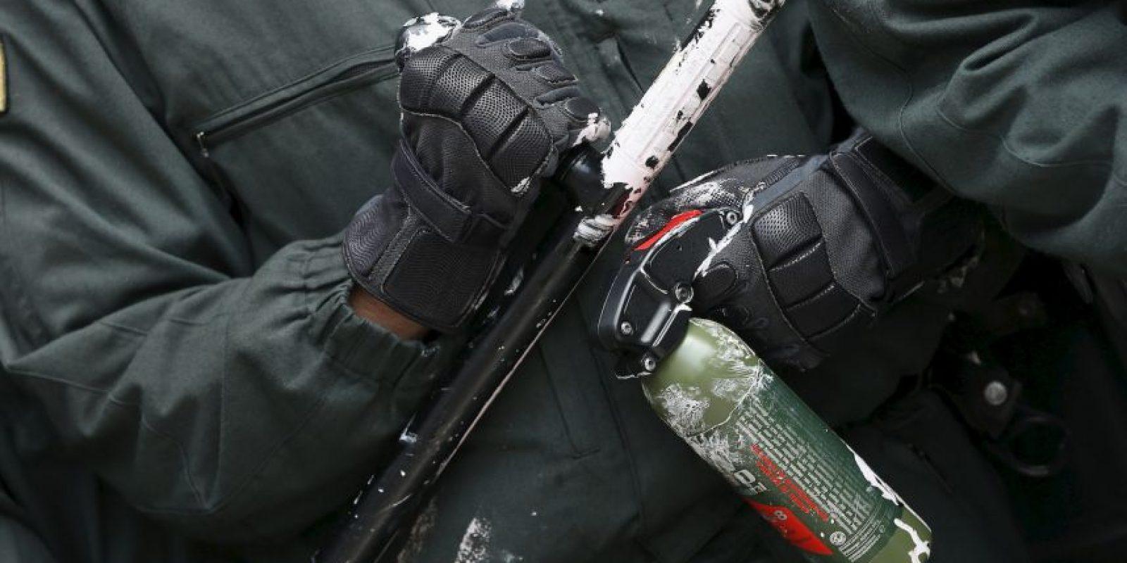 En una persecución policial, los agentes decidieron arrojar gas pimienta al sospechoso. Foto:Getty Images