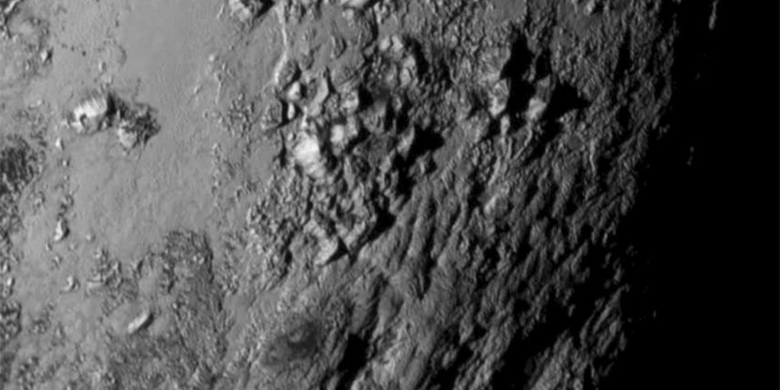 6. La NASA compartió esta foto en primer plano del ecuador de Plutón. Foto:AP