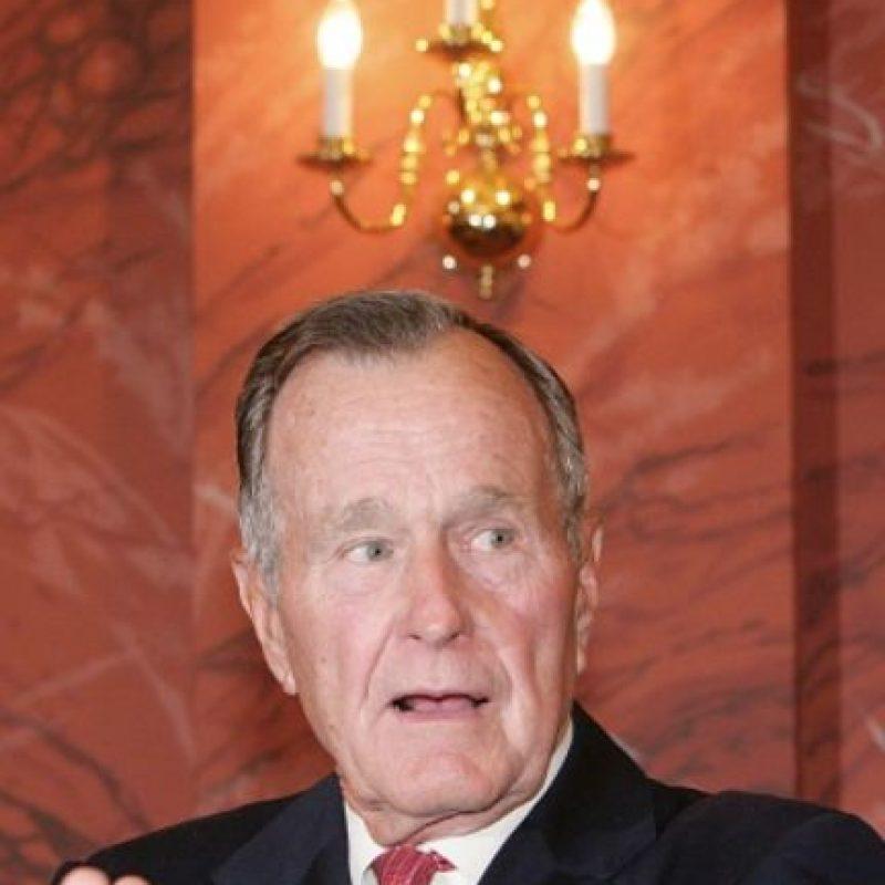 """Bush fue presidente de Estados Unidos entre 1989 y 1993. Uno de los hechos más relevantes de su gobierno fue la primera guerra contra Irak, llamada """"Operación Tormenta del Desierto"""". Foto:vía Getty Images"""
