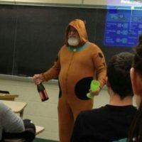 El que se disfraza como un Scooby Doo degenerado. Foto:vía Imgur