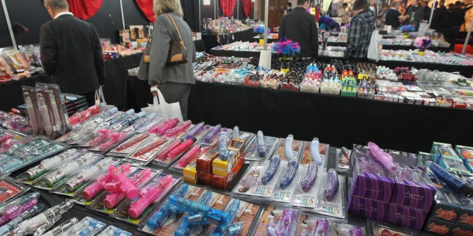 2. Los juguetes sexuales que aparecen colgados en cables de Oregón Foto:Getty Images