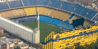 """Es la casa de Boca Juniors, uno de los clubes más importantes de Sudamérica. Maradona lo llamó """"El templo del fútbol mundial"""" y figuras como Pelé y Zico, declararon que en este recinto se vive una """"experiencia única"""". Es famosa la pasión que se desborda aquí durante el Clásico frente a River Plate. Foto:Wikimedia"""