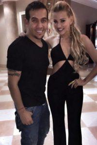 La cantante colombiana presumió su delgada figura con este escote Foto:vía instagram.com/fannylu