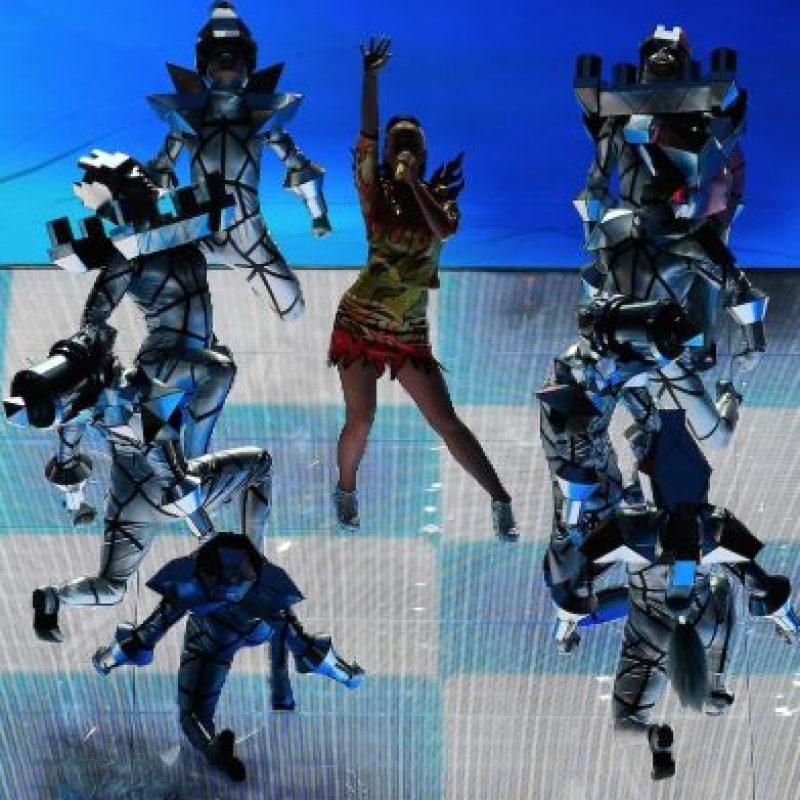 """El siguiente tema fue """"Dark Horse"""", donde compartió el escenario con bailarines disfrazados de piezas de ajedrez Foto:Getty Images"""