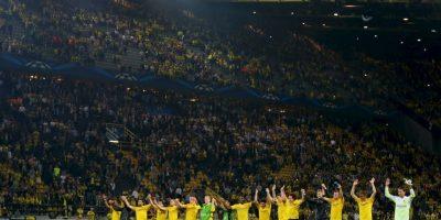 La afición del Borussia Dortmund es una de las más populares del mundo por los enormes recibimientos que le dan a su equipo en todos sus duelos de local. Han deslumbrado a muchos con sus espectaculares mosaicos. Foto:Getty Images