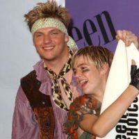 Se cree que fue bajo la influencia de la novia de entonces de Nick, Paris Hilton. Foto:vía Getty Images