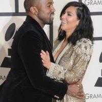 Muy parecido al de su hermana Kim en los Grammy. Foto:vía Getty Images